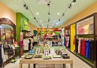 Các mẫu trang phục của Labella Green shop đều có thể làm tôn lên những đường nét mềm mại trên cơ thể người phụ nữ