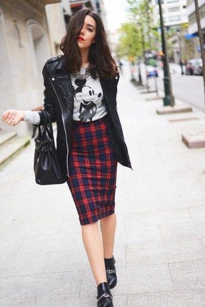 Áo da hờ hững cùng chân váy bút chì
