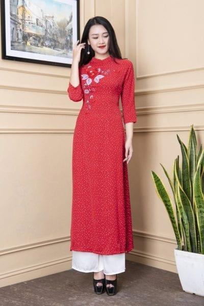 Áo dài chấm bi màu đỏ – giá sỉ 220,000 – 235,000đ /cái.