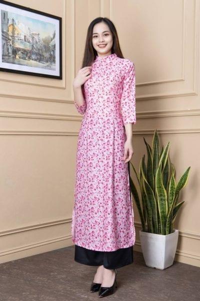 Áo dài hoa nhí tằm in màu hồng – giá sỉ 190,000 – 205,000đ /cái.