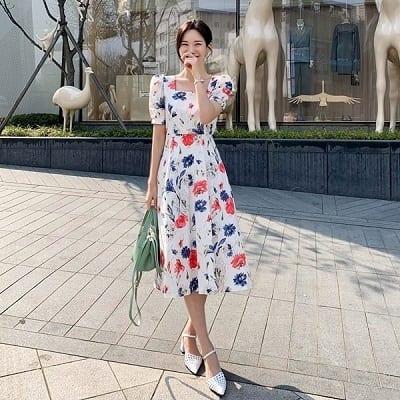 Váy cổ vuông hoạ tiết hoa
