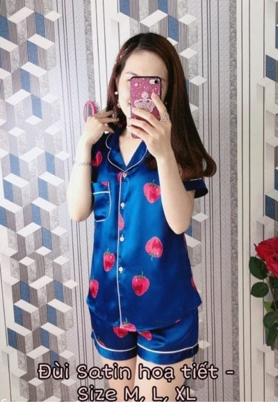 Bộ pijama lụa satin quần đùi đủ hình – Giá sỉ theo số lượng: 91,000 – 96,000đ /bộ.