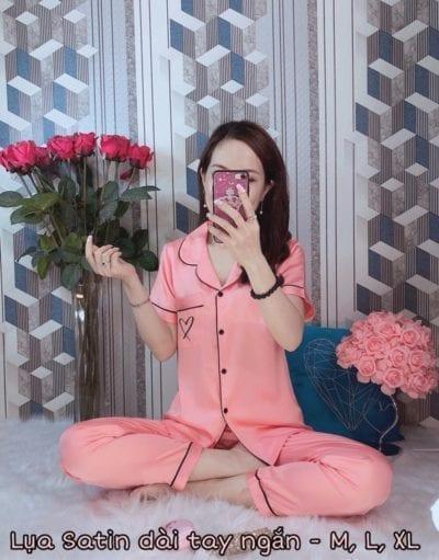 Bộ pijama lụa satin dài tay ngắn mẫu mới – Giá sỉ theo số lượng: 101,000 – 106,000đ /bộ.