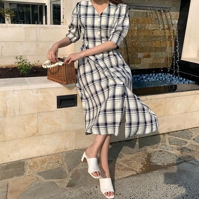 Váy kẻ ô cổ v