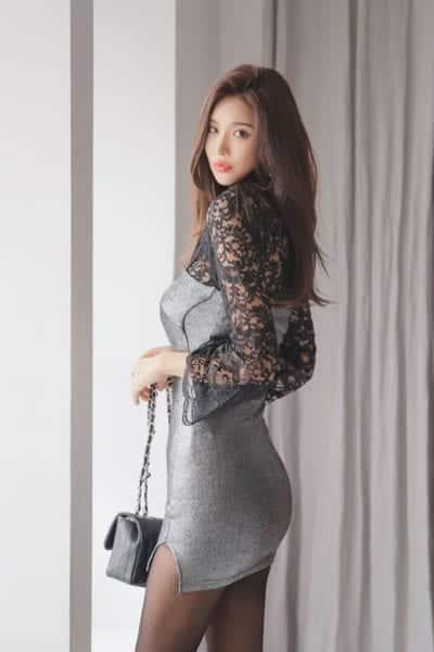 Tận dụng quần tất giúp nàng trở nên quyến rũ khi diện cùng đầm ren dự tiệc cưới ôm body