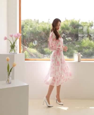 Đầm voan dự tiệc hoạ tiết hoa tông màu sáng luôn được phái đẹp chú ý