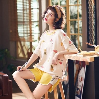 Với quần áo có chất liệu cotton, các nàng không nên vắt quá khô vì chất liệu này rất dễ bị biến dạng.