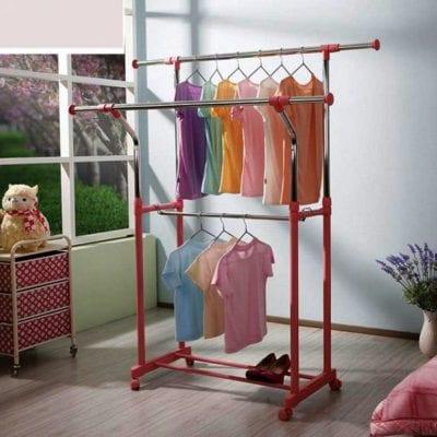 Chị em nên lấy đồ cotton ra phơi ngay sau khi giặt xong và tránh phơi dưới ánh nắng trực tiếp.