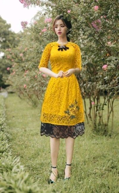 Áo dài cách tân thêu hoa – giá sỉ theo số lượng 220,000 – 250,000đ /cái.