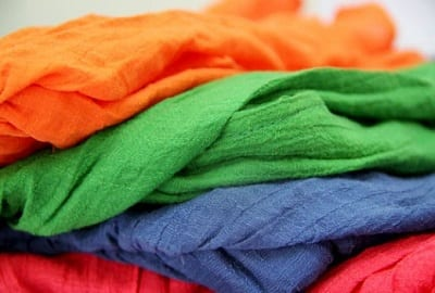 Chất liệu vải trong các kiểu thời trang thiết kế khác với hàng thông thường