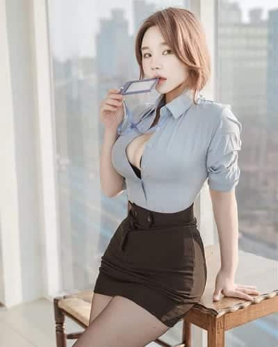 Thời trang lộ nội y đã đành, nàng càng cố để lộ vòng 1 to tròn diện nơi công cộng, văn phòng làm việc.