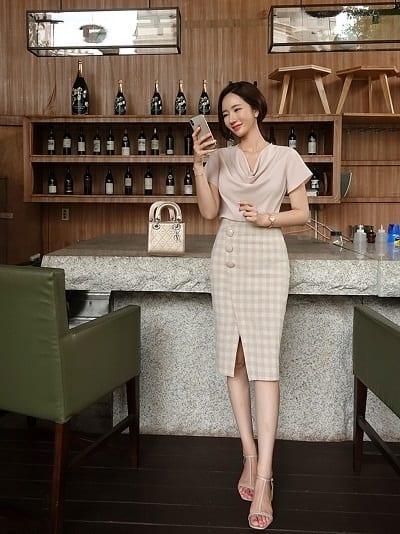 Những cô gái tuổi 30 làm việc nơi công sở, văn phòng, toà nhà đều đam mê chiếc chân váy bút chì này