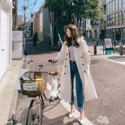 Áo trench coat cũng là item đáng chú ý của chị em tuổi 30
