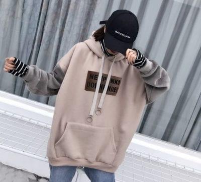 Áo Hoodie tại Yeah1 Shop phục vụ cho nhiều khách hàng với nhiều phong cách khác nhau: in hình nổi bật, họa tiết hoặc đơn sắc
