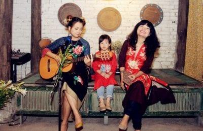 Tiem Huu la la là một trong những thương hiệu thời trang thiết kế với những kiểu váy áo độc đáo, đẹp mắt