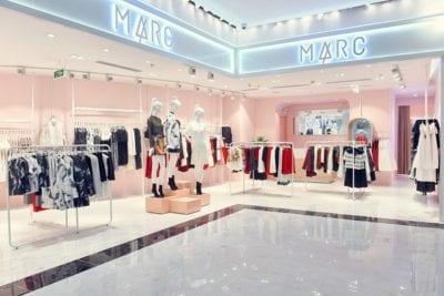 Marc Fashion là thương hiệu thời trang nổi tiếng với các dòng sản phẩm áo sơ mi, đầm, váy, áo thun, quần, chân váy…