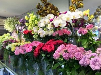 Shop hoa tươi Nét Việt chuyên nhận đặt hoa theo yêu cầu của khách hàng