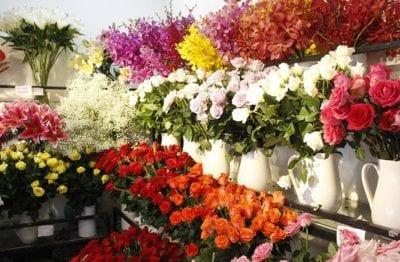 Đội ngũ nhân viên luôn cập nhật những xu hướng hoa tươi thịnh hành mới nhất mang lại cho khách hàng sự hài lòng