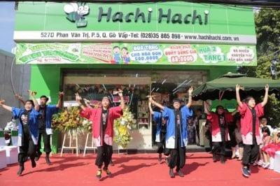 Hachi Hachi có mặt tại Sài Thành từ năm 2007 với các sản phẩm chính hãng phong phú đa dạng, có tới hơn 60% hàng tại Hachi Hachi được nhập khẩu trực tiếp từ Nhật Bản