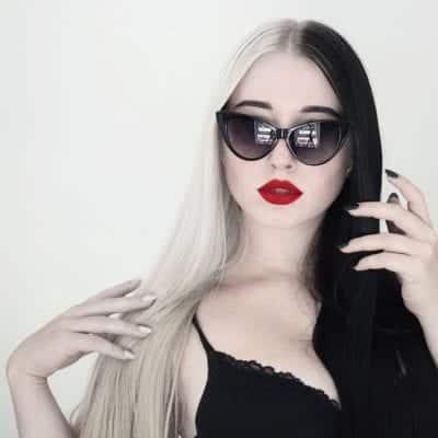 Tóc màu đen trắng độc đáo