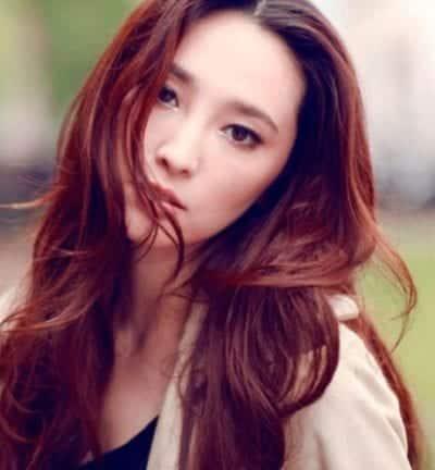 Tóc màu đỏ nâu cho da trắng hồng