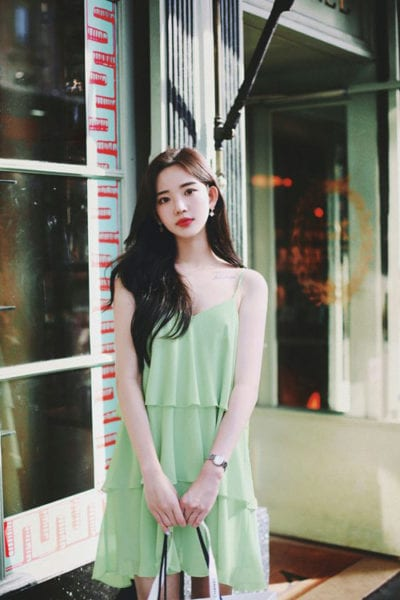 Váy xếp tầng dáng suông, màu xanh pastel dịu mắt sẽ khiến set đồ mùa hè của phái đẹp có được nét thanh nhã