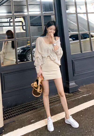 Phối áo form rộng lệch vai + Chân váy ngắn body