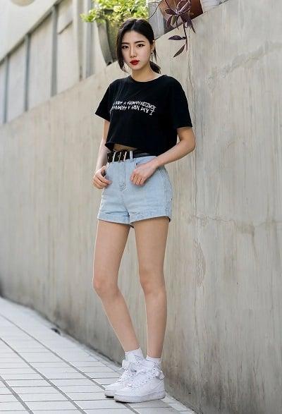 Áo phông croptop + Quần short