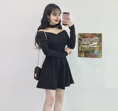 Váy đen hở vai