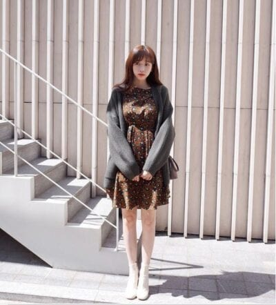 Váy cardigan+ váy hoa nhí