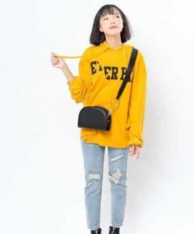 Cute phomai que với áo hoodie vàng