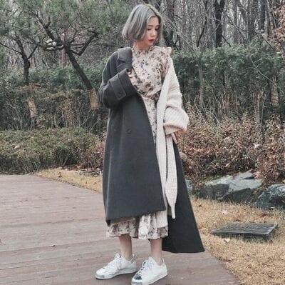 Combo ấm áp với áo khoác dạ trắng và cardigan dáng dài