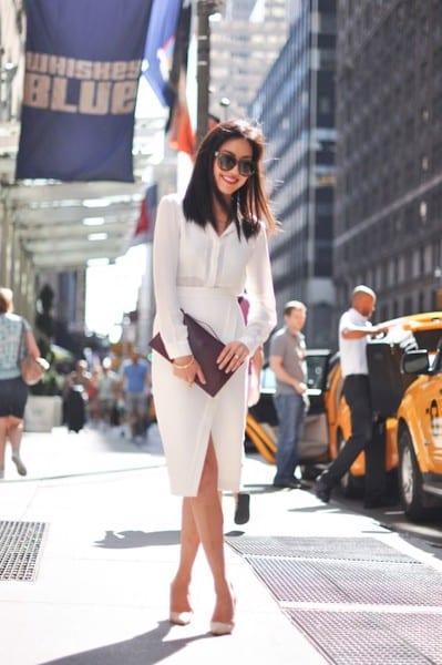 Quý cô công sở hiện đại và thanh lịch với set đồ gồm áo sơ mi và váy đắp chéo tông màu trắng sang trọng