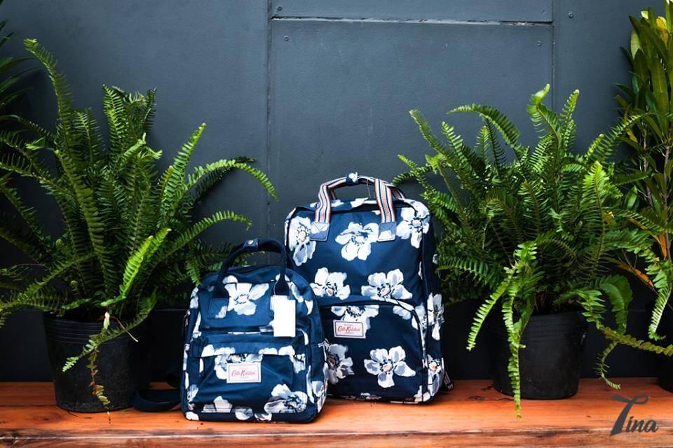 Shop thực sự là thiên đường của các mẫu balo, túi xách đủ họa tiết, kiểu dáng và màu sắc xinh xắn.