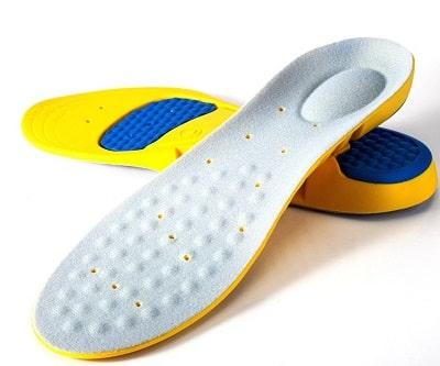 Bạn có thể dùng lót giày để giảm độ rộng của giày