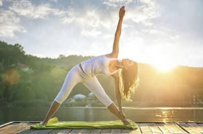 Tư thế tam giác giúp người tập giảm bớt căng thẳng và mệt mỏi