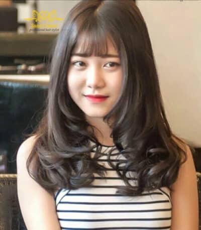 Kiểu tóc xoăn ngắn mái bằng