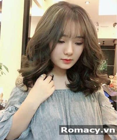 Kiểu tóc xoăn ngắn màu rêu