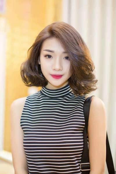 Kiểu tóc xoăn ngắn mái dài