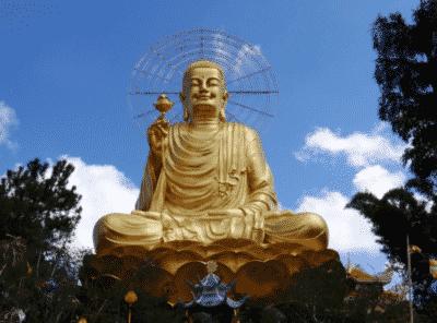 Thiền Viện Vạn Hành nổi tiếng với bức tượng Phật bằng vàng