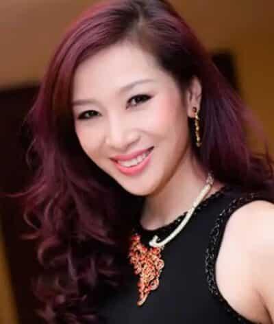 Kiểu tóc cho tuổi 35 xoăn dài bồng bềnh