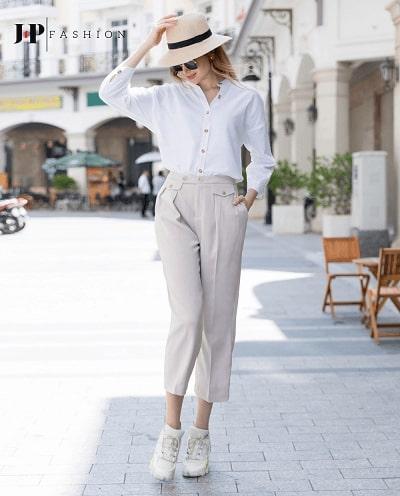 Thanh lịch cùng áo sơ mi trắng nữ và chiếc quần kaki