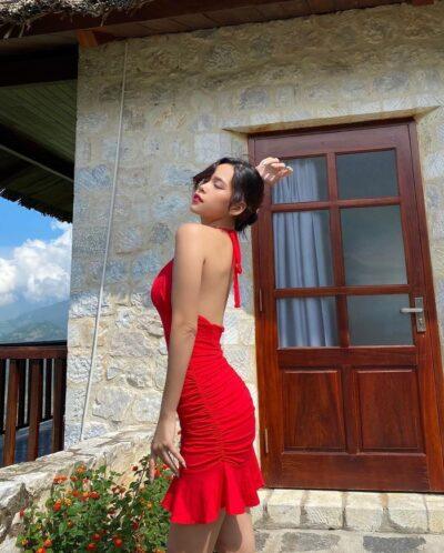 Nếu thích, bạn cũng có thể diện nguyên một cây váy body đỏ thế này