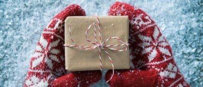 Găng tay - Ý tưởng quà tặng Noel độc đáo, ý nghĩa dịp lễ Giáng Sinh