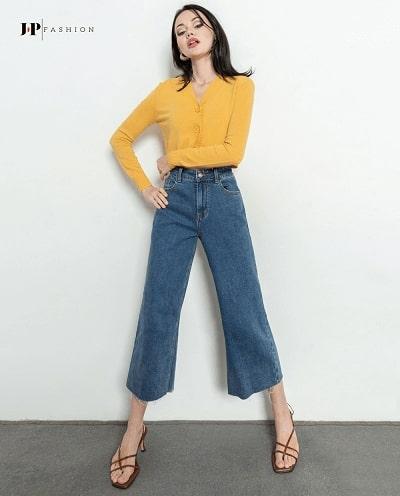 """Set đồ cực """"sành điệu"""" chiếc quần jean ống rộng được mix cùng áo croptop"""