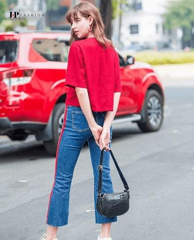"""""""Trẻ trung"""" khi mix cùng chiếc quần jean nữ ống loe với áo sơ mi kiểu"""