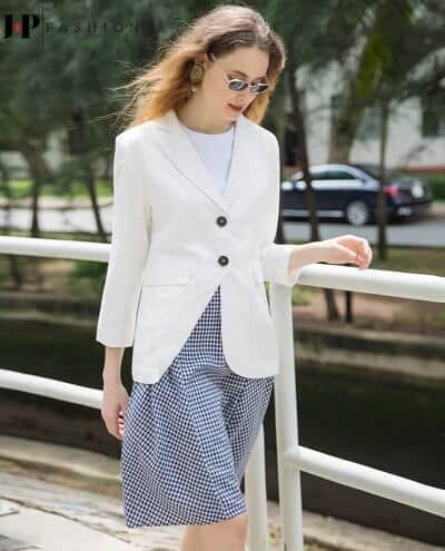 Tinh khiết và thời thượng khi diện đi làm với chiếc áo blazer trắng
