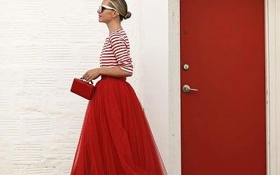 Trang phục màu đỏ nham thạch