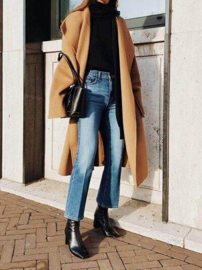 Phối Áo len cổ cao đen + Quần jeans ống loe với giày boot nữ cổ cao