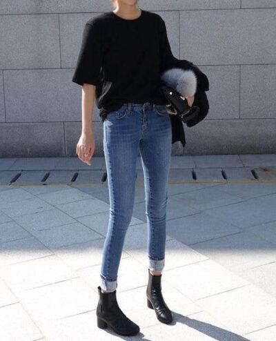 Phối Áo phông đen + Quần skinny jeans với giày boot nữ cổ cao